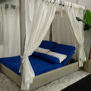 4 Poster Day Bed Blue lo res