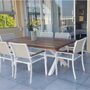 Riversdal table with chairs